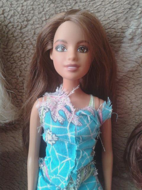 Кукла (<_>)
