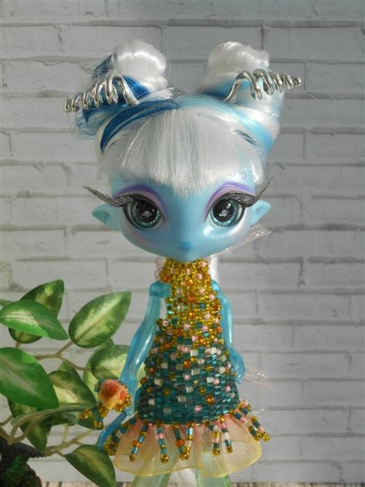 Кукла У На